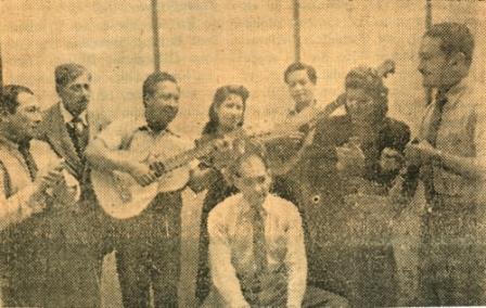 Con su conjunto Patria, Amistad y Criollismo en el set de Radio Libertad (Foto: revista Equipo)
