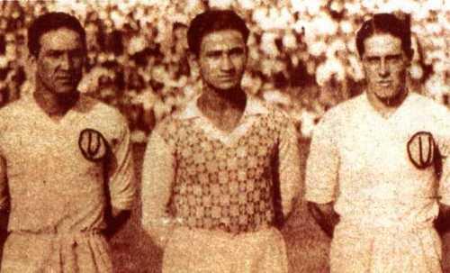 Con sus compañeros de zaga en la 'U': Arturo Fernández y Ricardo del Río (Foto: archivo José Augusto Giuffra)