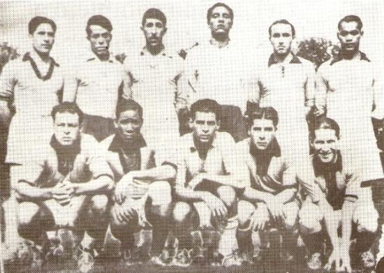Foto histórica: el equipo de Sport Boys en pleno con cla camiseta de la selección nacional en 1936, antes de viajar a Berlín (Foto: libro '¡Vamos Boys!', Teodoro Salazar Canaval)