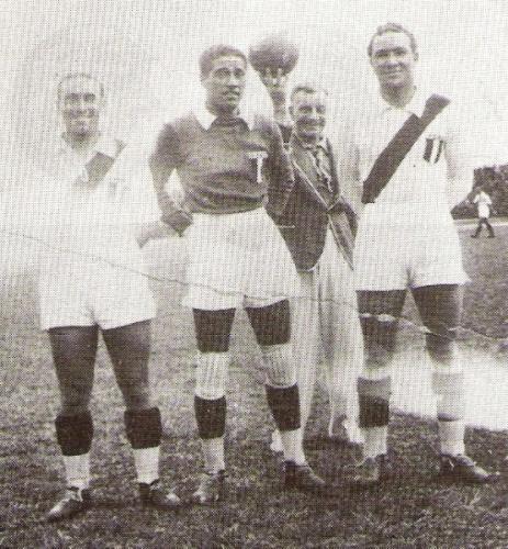 Junto a Carlos Marchena y Arturo Fernández antes de las Olimpiadas de Berlín (Foto: libro 'Vamos Boys', Teodoro Salazar Canaval)