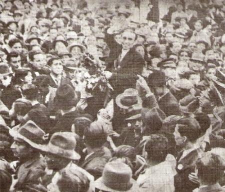 Como todos los 'olímpicos', Chappell fue recibido cual héroe por la multitud al regreso de Berlín (Foto: libro 'Vamos Boys', Teodoro Salazar Canaval)
