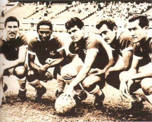Extraordinaria delantera del Cristal de 1959: Zunino, 'Vides' Mosquera, Lamas, Terry y Delgado (Foto: libro 'Club Sporting Cristal: 50 años de historia')