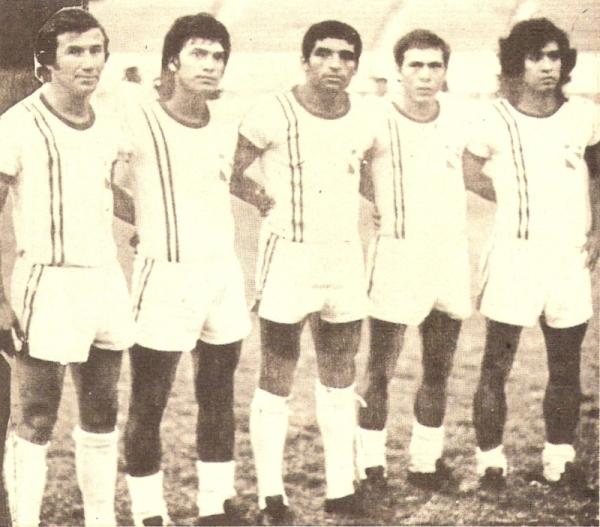 'Paco' Montero secundado por Novoa, 'Tobi' Correa, Mendoza y 'Pata de Rana' Zapata. Este Torino era un equipo de temer (Recorte: revista Ovación)