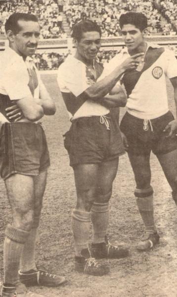 Pléyade de glorias ediles: Tito Drago, Manuel Rivera y Juan Seminario. ¡Qué equipazo tenía 'Muni' en los años '50! (Recorte: revista Ovación)