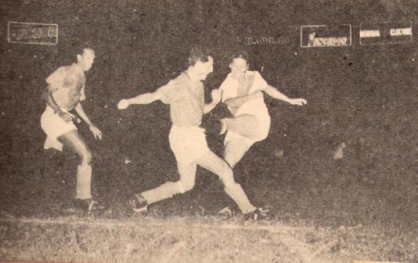 En acción en aquel épico duelo ante los colombianos, ante la marca del célebre 'Cobo' Zuluaga (Foto: revista ¡Gol!)