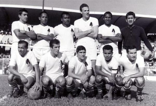 Con América de Cali en la temporada 1965. Es el tercero de los parados desde la izquierda. (Foto: nuevoestadio.com)
