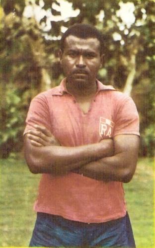 En su regreso a Iqueño en 1966, con ropa de entrenamiento. (Cromo: álbum Deportistas Peruanos, distribuidora Almex)