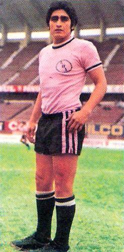 Con la camiseta rosada Castañeda no pudo reeditar las buenas actuaciones que exhibió con la crema (Cromo: Editorial Navarrete)