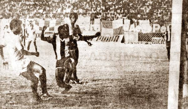 Alianza Lima fue víctima de varios de los goles de Fidel Suárez durante su paso por tienda crema (Recorte: revista Y Dale U)