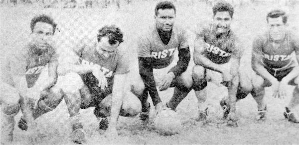 El quinteto de ataque de Cristal el día que vencieron a Boys en el Callao: Fernando Narciso, Antonio Sacco, Villanueva, Eugenio Zapata y Faustino Delgado (Recorte: diario La Crónica)