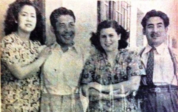 Honores en familia a su regreso al Perú en 1949, junto con su esposa argentina, Liliana. (Foto: revista Equipo)