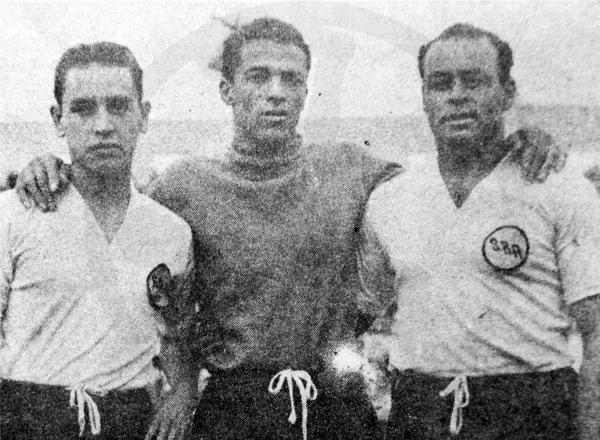 La línea defensiva de Sport Boys en 1947, con Higinio Bejarano, el recién incorporado Rigoberto Felandro y el histórico Prisco Alcalde (Recorte: diario La Crónica)