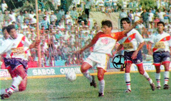 El gol más recordado en la carrera de Pedro Marchán fue a Municipal para que Torino salve la categoría en 1995 (Recorte: diario El Bocón)