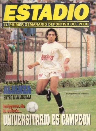 Tomás Silva con la camiseta de Anchor en la consagración ante San Agustín en 1992 (Recorte: revista Estadio)