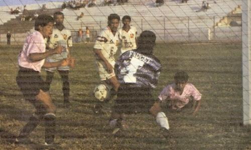 Partido entre Sport Boys y León por el Intermedio 1993, en el estadio Telmo Carbajo (Foto: revista La Copa y los Mejores)