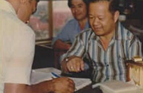Eugenio Chiong en plena recolección de firmas para cambiarle de nombre al club a Chanchamayo FC (Foto: hotelrey.net)