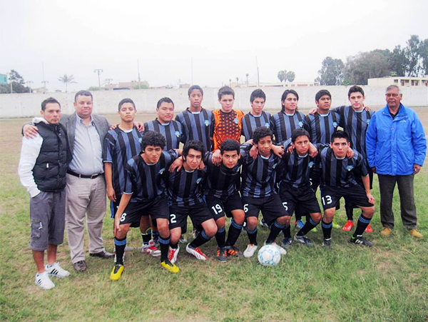 Equipo actual del Lau Chun que participa en la Liga de Barranco (Foto: Facebook)