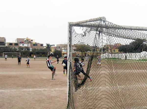 Desde la Segunda División de Barranco, en el estadio La Unión, el Lau Chun lucha por lograr el ascenso (Foto: Facebook)