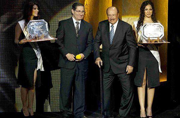 Uno de los varios homenajes que en vida recibió Arturo Yamasaki de parte del fútbol mexicano donde se ganó un gran respeto por su trayectoria (Foto: Mexsport)
