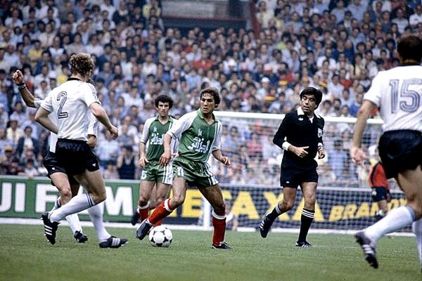 Labó estuvo presente en una de las grandes sorpresas de los mundiales: el triunfo por 1-2 de Argelia sobre Alemania Federal (Foto: AFP)