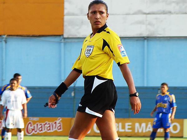 Silvia Reyes recibió la insignia FIFA en 2007, lo que implicaría mayores responsabilidades dentro del circuito. (Foto: APAF)