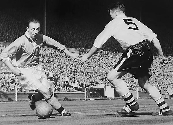 La edad privó al fútbol de ver a Stanley Matthews con Inglaterra campeón del 66 (Foto: palabradefutbol.com)