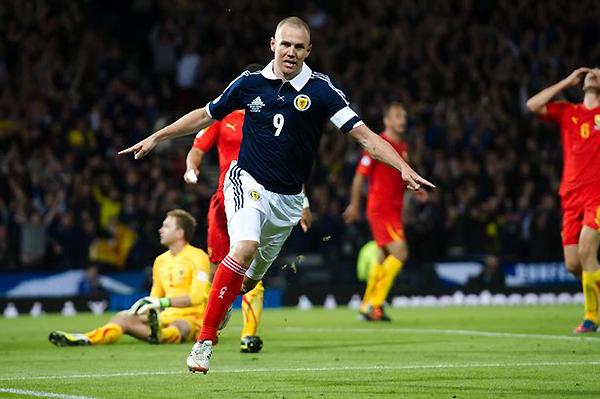 Es probable que Kenny Miller no haya sido competencia para Rooney. Sin embargo, buen pieza de recambio es seguro (Foto: EFE)