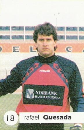 Con la camiseta de Alianza Atlético en 1997, 'Pañalón' Quesada pateó y convirtió un penal por única vez en su carrera (Cromo: diario El Bocón, álbum Las Estrellas del Fútbol 97 p. 12)