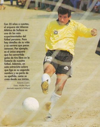 Miguel Ego Aguirre, quien solía tapar sin guantes, hizo nueve goles a lo largo de su carrera, tres de ellos de tiro libre (Recorte: revista Don Balón Perú, N° 28 p. 28)