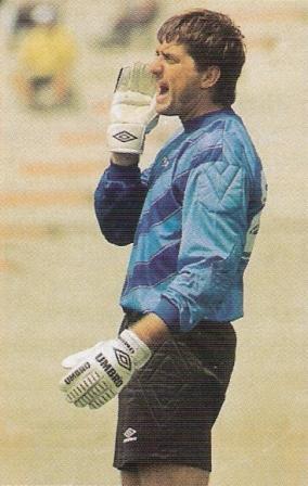 El 'Pato' Domínguez anotó dos veces para Municipal en 1999 (Foto: revista Don Balón Internacional Edición Perú, Anuario 1999 p. 42)