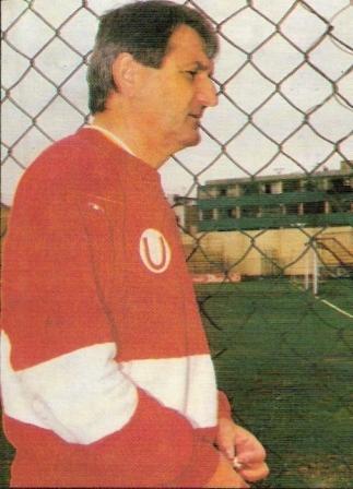 Brzic con el buzo de Universitario, el único con que pudo celebrar un título nacional (Foto: revista Estadio)