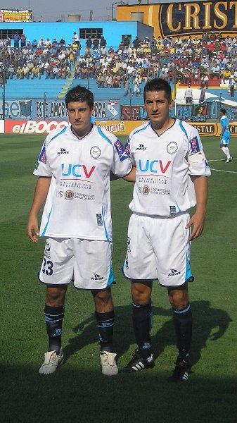 La postal conjunta de los hermanos Luis y Juan Francisco Hernández con la divisa de Vallejo (Foto: diario La Industria de Trujillo)