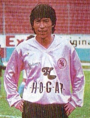 Hirano con la última camiseta que defendió en el Perú: la rosada de Sport Boys (Foto: revista Estadio)