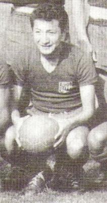 Nakajata con el uniforme alterno de Alianza a finales de los '50 (Foto: libro ¡...Arriba Alianza!, Teodoro Salazar Canaval)