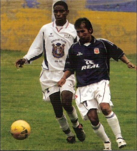 El Echa Muni de Pampas, un auténtico profeta fuera de su tierra, enfrentando al DEA en Chorrillos por la Copa Perú 2003 (Foto: revista Don Balón Perú)