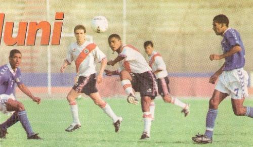 Somos Aduana jugando Segunda División ante Deportivo Municipal en 2002. Un año antes, había llegado a los cuartos de final de la Copa Perú (Recorte: diario Líbero)