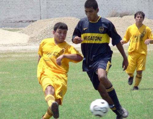A Boca Juniors de Ferreñafe no le respetaron ni los colores de su camiseta: lo mandaron al descenso en su distrito (Foto: diario Correo de Lambayeque)