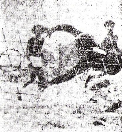Cabezazo de Léster Chirinos para batir a José Chacaltana y decretar el 1-0 de Torino sobre ADT el lunes 22 de diciembre de 1980 (Recorte: diario El Tiempo de Piura)