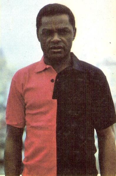 Gilberto Dos Santos, el primer DT -y a la vez jugador- de Melgar en la máxima categoría (Foto: álbum Deportistas Peruanos, editorial Almex)