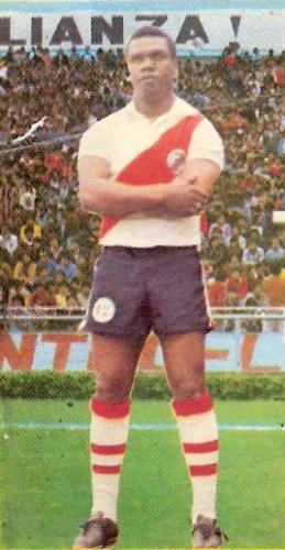 'Perico' fue otro gran goleador que también supo ser técnico: en el Municipal de 1976 y 1977 (Foto: álbum Descentralizado 1976, Editorial Navarrete)