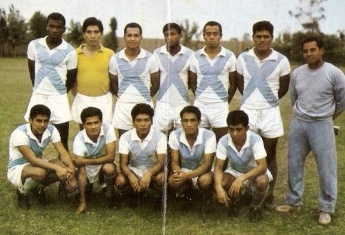 Uno de los últimos equipos de Sucre en Primera, en 1966. El cuadro dinamitero fue protagonista por casi cuatro décadas. (Foto: álbum Deportistas Peruanos, Distribuidora Almex)