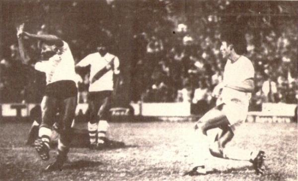 Gol de Wilson Ramírez en la goleada 0-3 de CNI sobre Municipal en el Regional 1985, que les dio a los loretanos el pase a la final de dicho torneo. (Foto: revista Ovación)