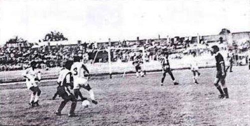 CNI ante Alianza en el Max Augustín por el Descentralizado 1992. Fue victoria alba por 1-0, cuando nadie presagiaba el triste desenlace de final de temporada. (Recorte: diario Expreso)