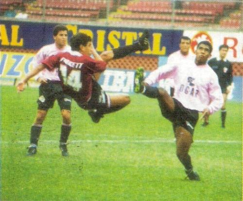 Anotación de Carlos Zegarra, la vez en que Defensor Lima superó 2-3 a Sport Boys por el Descentralizado 194, en lo que fue su última victoria en Primera División (Recorte: revista Estadio)