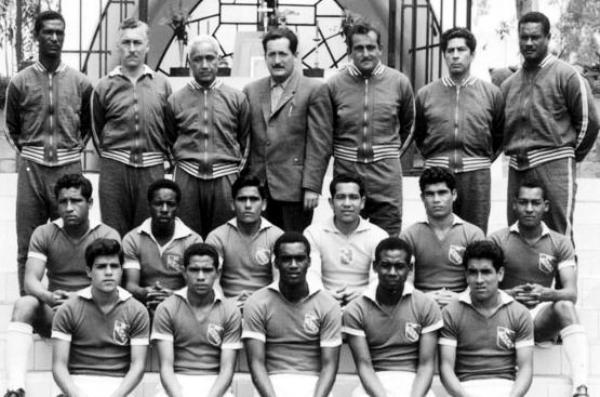 Didí con Sporting Cristal. Llegó tras ganar la Copa del Mundo 1962. (Foto: esquinaceleste.blogspot.com)