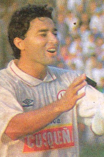 Los cachetes de 'Kiko' Navarro se lucieron poco o nada con camiseta de la 'U'. (Recorte: diario El Bocón)