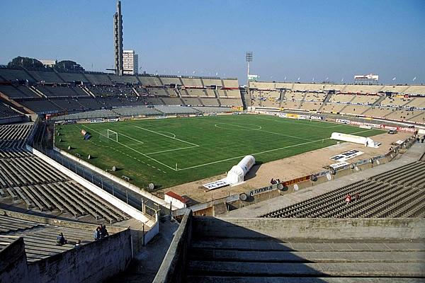 La historia en Montevideo tiene dos caras. Dos victorias y la peor goleada por Eliminatorias que recibió la blanquirroja (Foto: mediotiempo.com).