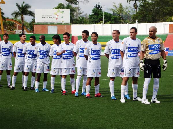 Aún le falta mucho trecho por recorrer al Real Santander si espera formar parte de la élite en el fútbol colombiano (Foto: corporaciondeportivarealsantander.blogspot.com)