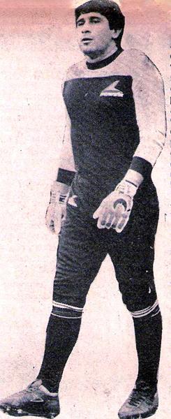 Cuando firmó por Universitario, Ramón Quiroga ya estaba en el último tramo de su carrera, pero pudo celebrar un título más al salir campeón en 1985 (Recorte: libro 'Enciclopedia de los Campeones', Lorenzo Villanueva Regalado)