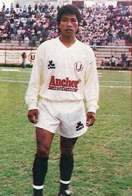 Con camiseta crema Freddy Torrealba dejó una buena imagen a pesar de no haberse destapado del todo en su juego (Foto: historiadeuniversitariodedeportes.blogspot.com)